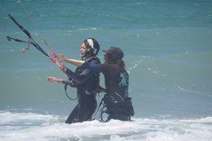 clases individuales de kite en tarifa, un instructor por persona